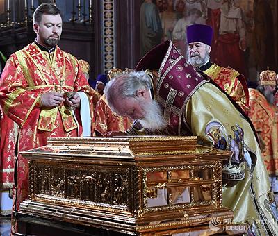 Патриарх Кирилл считает возможным объединение христиан разных церквей без единства в вопросах веры?