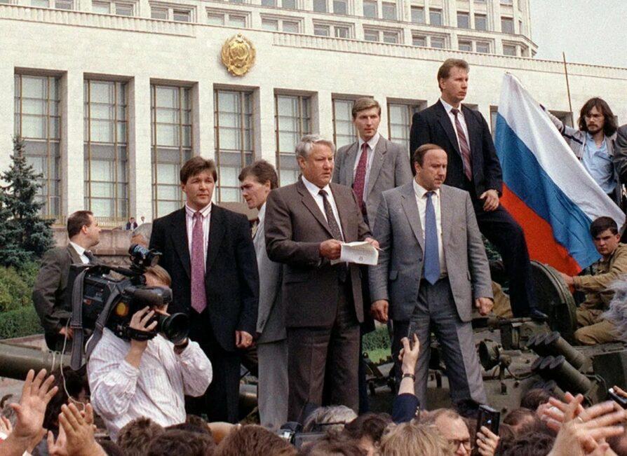 Ельцин на танке_.jpg